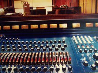 r2-console-with-studio-1024x768.jpg